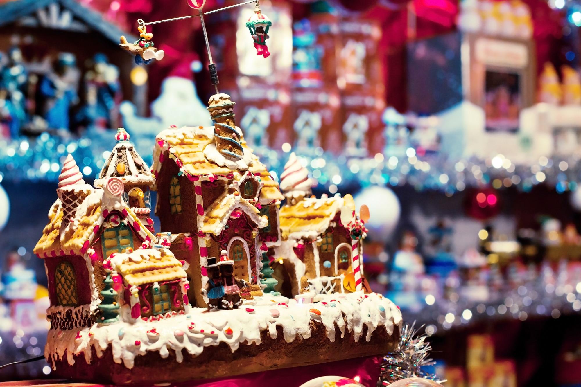 Passeggiare tra le casette di legno di un mercatino natalizio sorseggiando cioccolata calda. Quale modo migliore per abbandonarsi alla magica atmosfera del periodo più bello dell'anno? Sono tanti i mercatini…