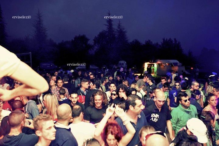 Questo sabato, sul prato di Cianzerbo a Pantasina, nell'entroterra di Imperia, si svolgerà la tanto attesa seconda edizione del WE ARE FOR BEAT ELECTRONIC FEST 2012, dedicato all'house music.