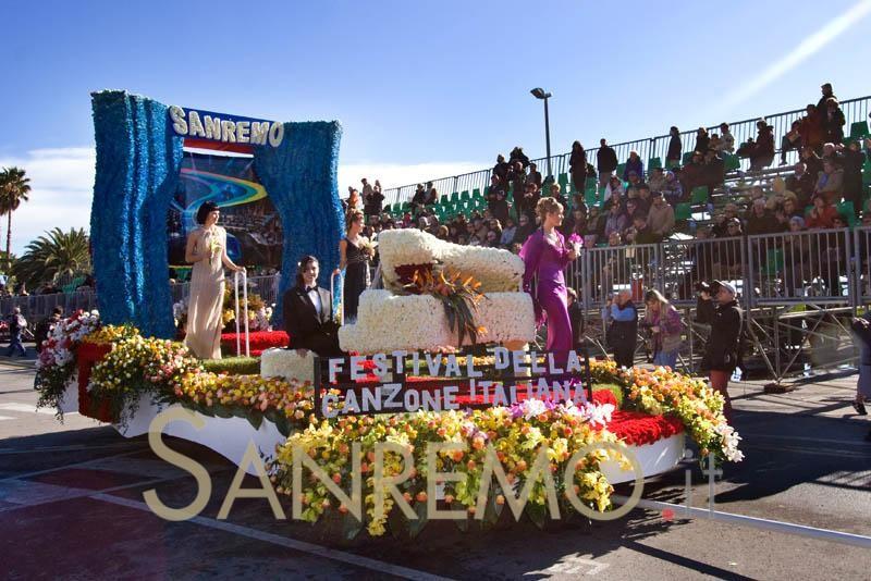 Le bande in piazza aprono gli eventi di Sanremoinfiore