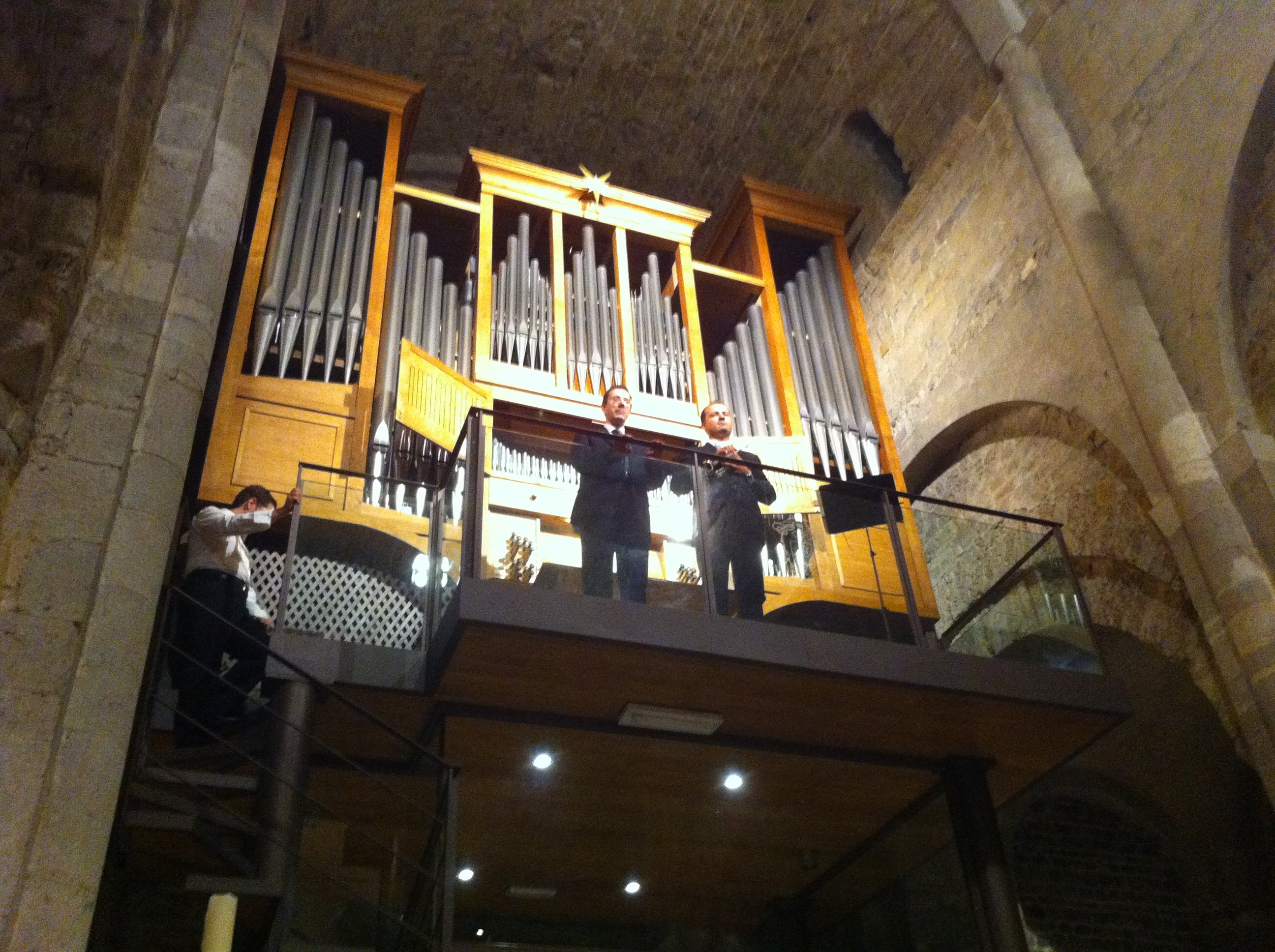 """Successo di pubblico, tutti i posti a sedere completi, per il primo appuntamento delle """"meditazioni organistiche"""", organizzato dalla Parrocchia Cattedrale dell'Assunta di Ventimiglia Alta. 11 brani suonati con organo e…"""