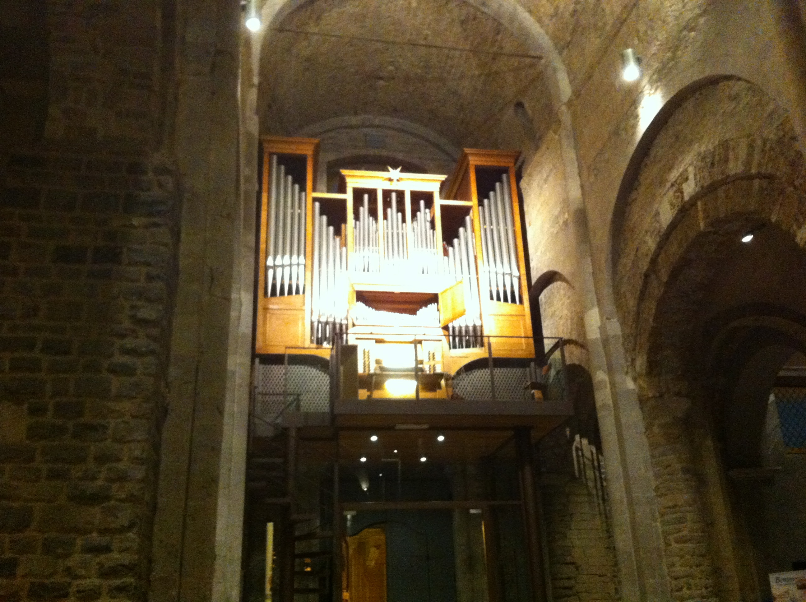 """Anche la seconda serata delle """"Meditazioni organistiche"""", organizzata dalla Parrocchia della Cattedrale dell'Assunta di Ventimiglia Alta, ha avuto un buon successo. All'organo questa volta, il giovane M.stro Simone Vebber, di…"""