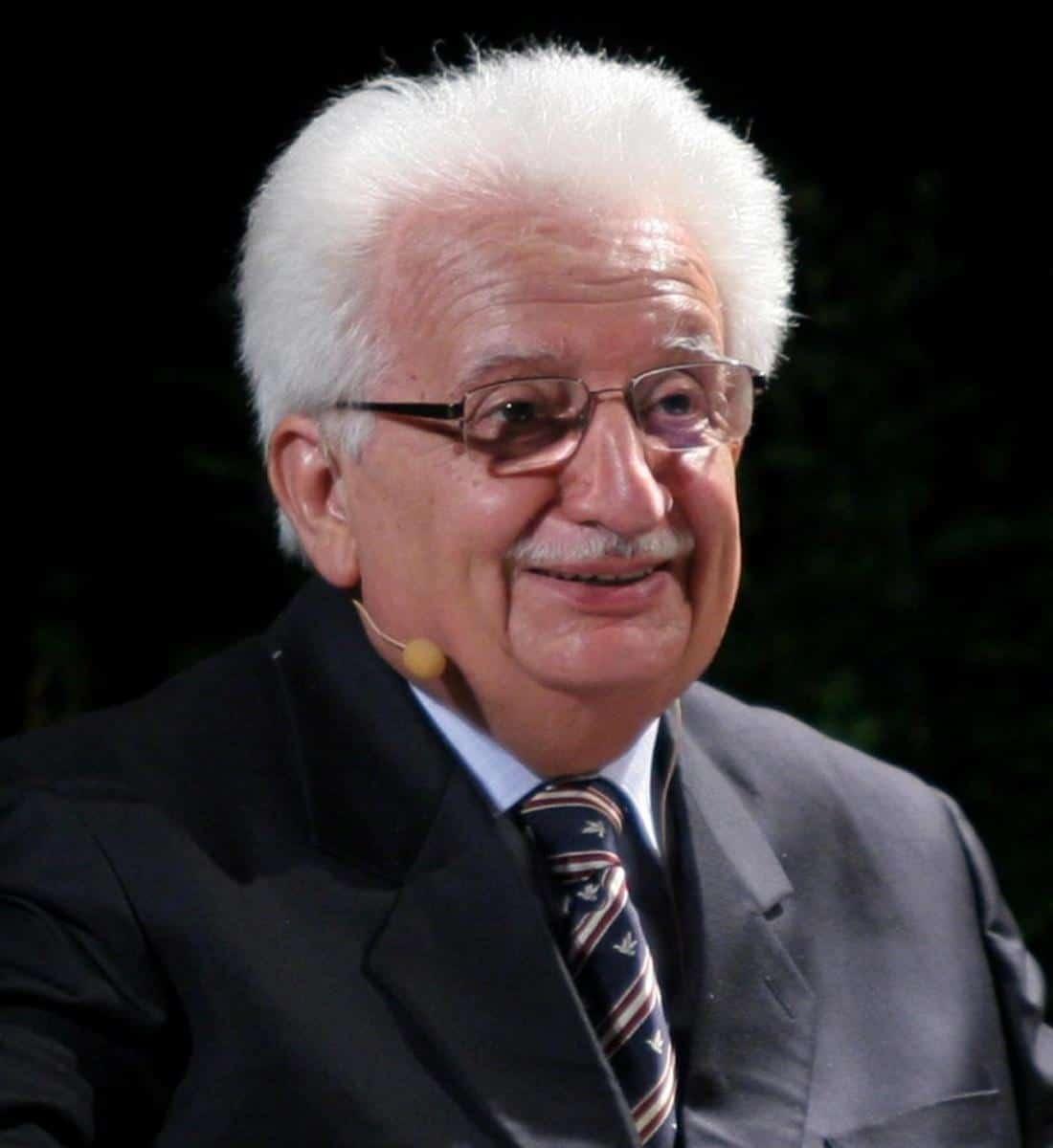 Il popolare conduttore e scrittore sarà protagonista nella rassegna letteraria patrocinata dal Comune di Sanremo. Appuntamento alle ore 21.00.