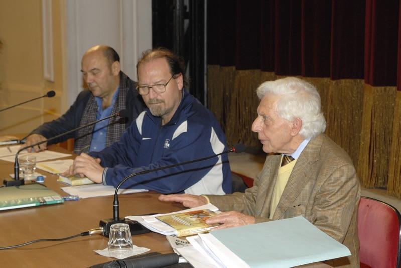 """Il27 novembre nel Teatro dell'Opera Flavio Oreglio ha presentato il suo libro """"Storia curiosa della scienza""""."""" Lo hanno introdotto il giornalista Claudio Porchia con Ito Ruscigni, curatore della rassegna letteraria.…"""