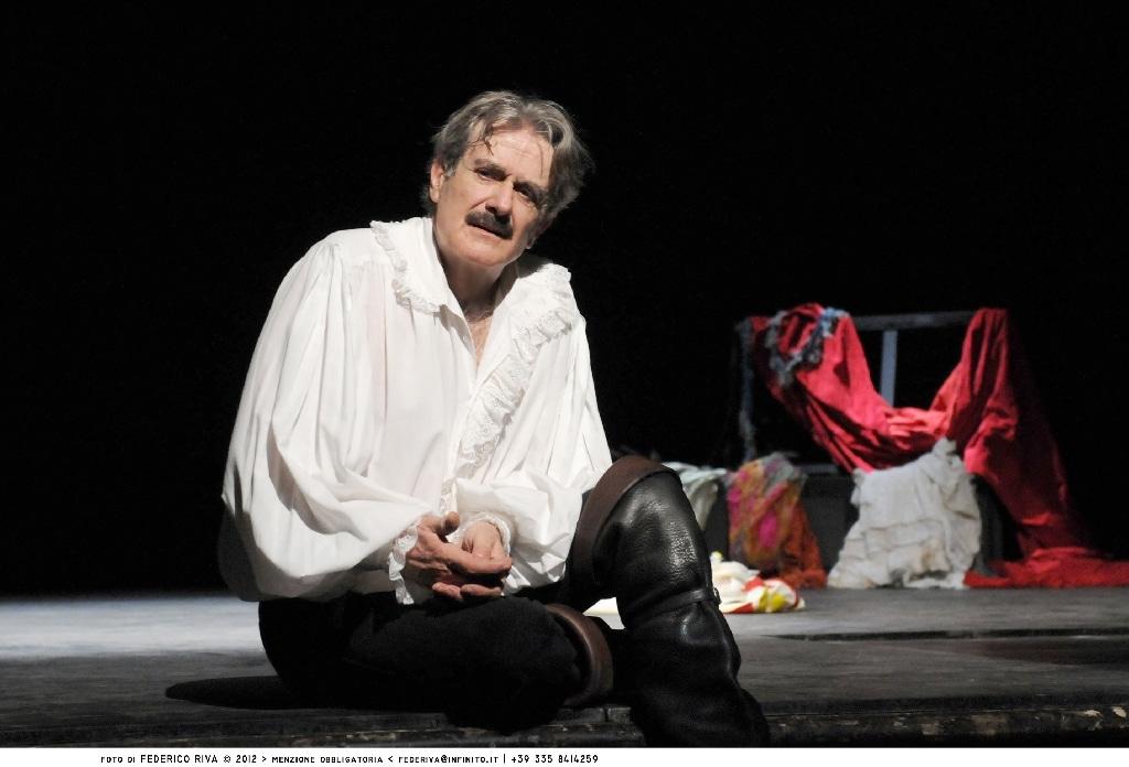 """Lo spettacolo che vedrà all'opera l'attore teatrale e cinematografico Pambieri (sul palco con la moglie Lia Tanzi), si intitola """"Il rosso e il nero"""" ed apre la stagione teatrale sanremese."""
