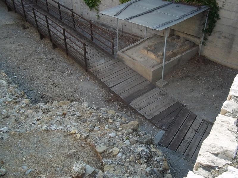 L'intervento di scavo appena iniziato, il cui appalto è stato vinto dall'Istituto Internazionale di Studi Liguri, con la direzione della Soprintendenza archeologica, interesserà una delle concamerazioni del teatro, sottostanti alla…