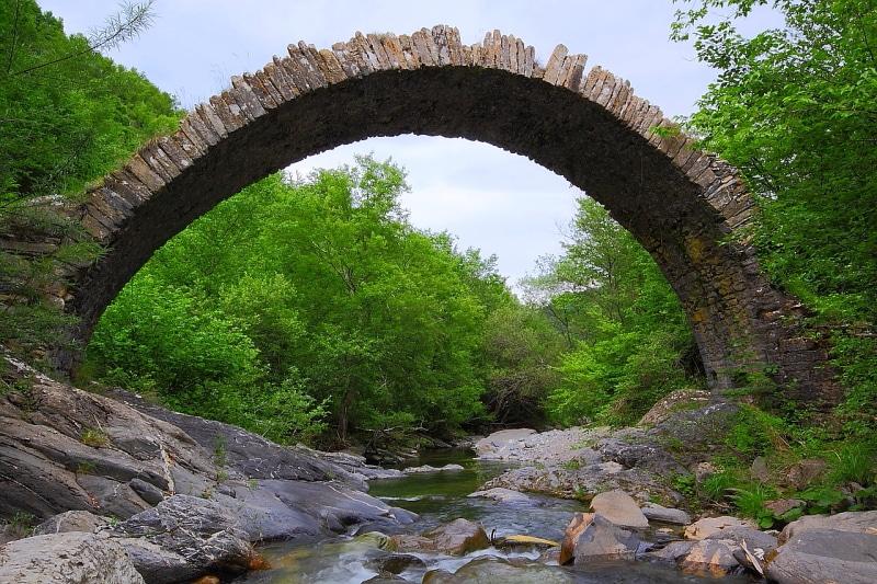 """Un percorso """"enogastronomico"""" tra i vicoli e i caruggi della località della Valle Arroscia che non mancherà di deliziare tutti i palati... Il programma nel dettaglio."""