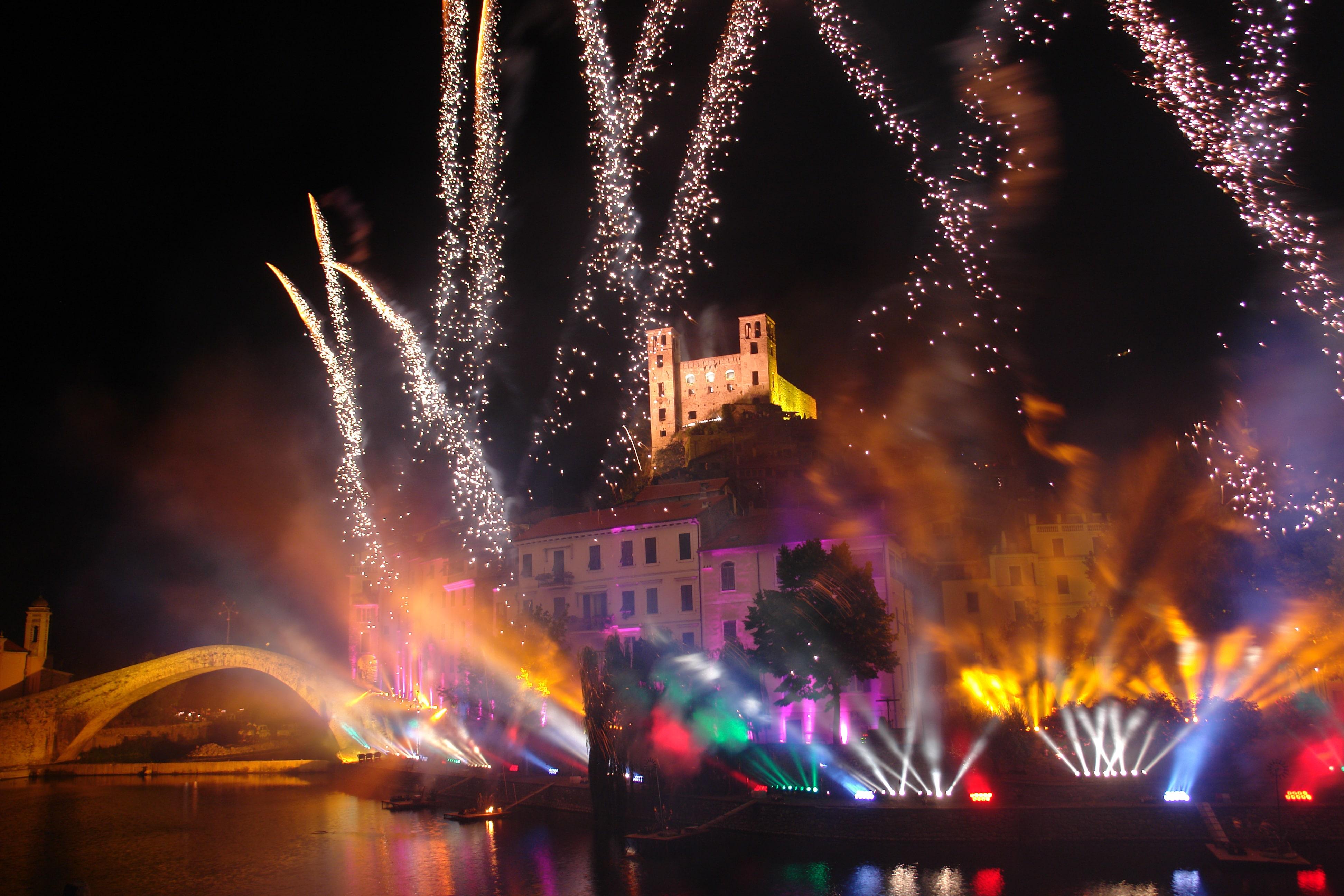 """E come al solito il Comune della Val Nervia verrà avvolto da un'atmosfera magica ed """"invaso"""" pacificamente da centinaia di turisti..."""