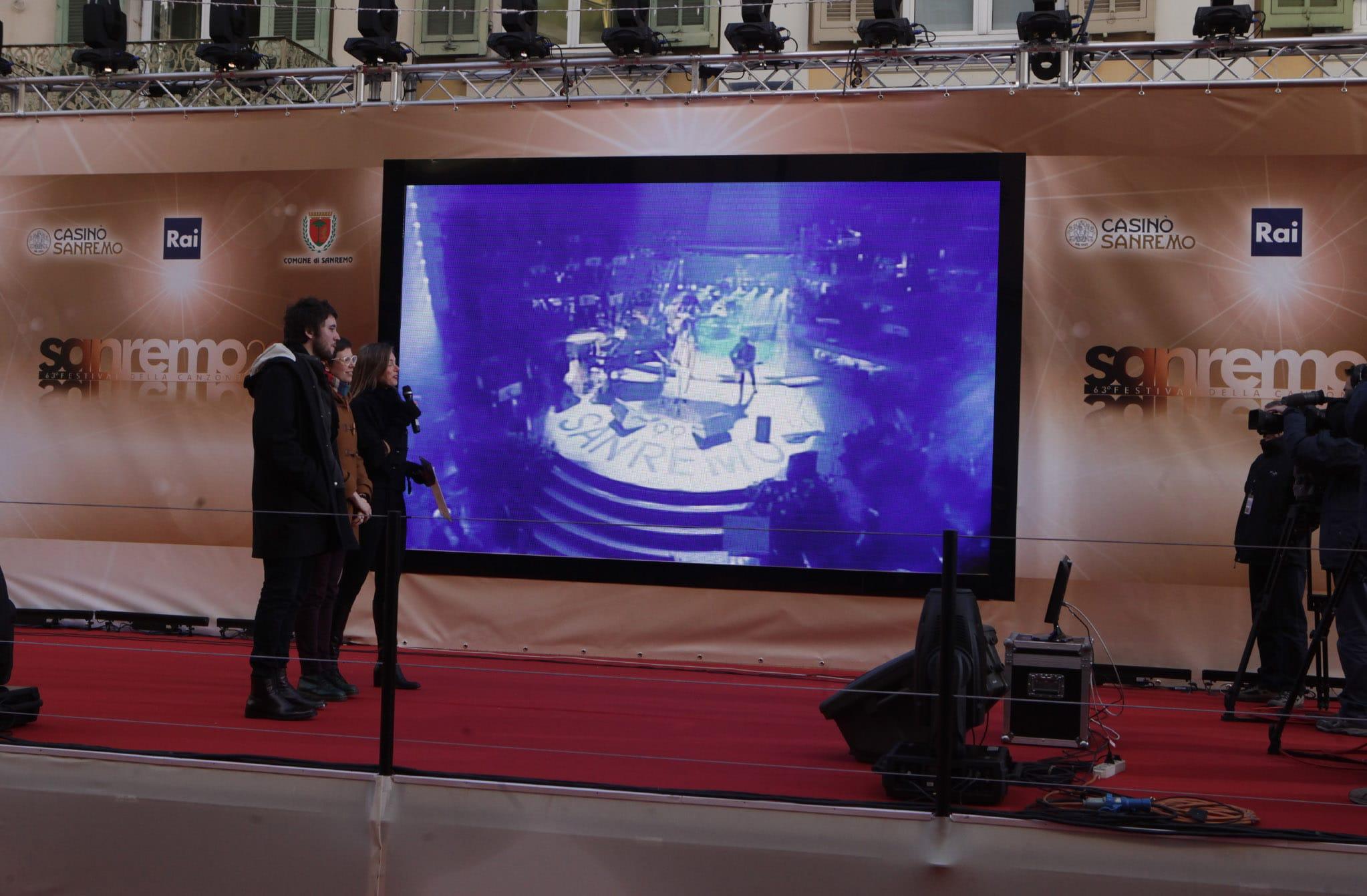 Un grande set televisivo che dal Casinò, splendido monumento Decò Liberty, scintillante nella sua veste notturna si snoda per via Matteotti, ancora più bella dopo il maquillage, sino al teatro…