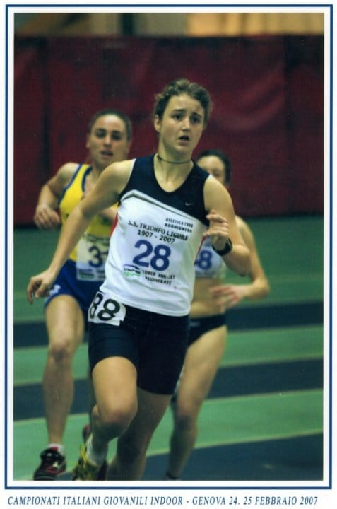 """La fortissima atleta ponentina, tesserata per il Cus Parma, centra la sua prima vittoria nella """"triplice"""" (il triathlon si compone di una frazione a nuoto, una in bici e una…"""