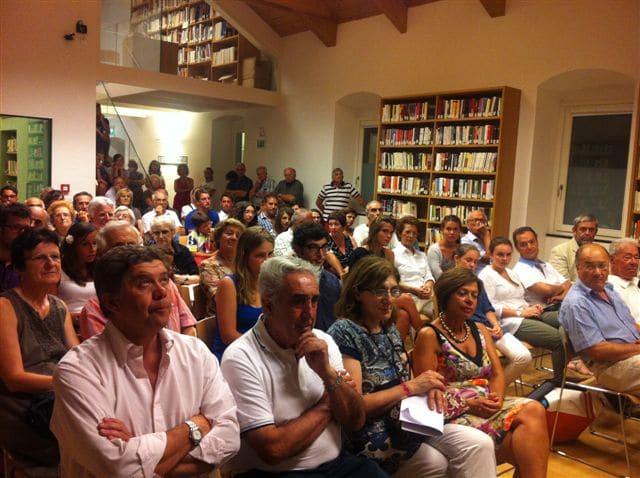 """Grande successo per la cerimonia di premiazione presso la Biblioteca Aprosiana della 4° edizione del Premio Letterario """"Città di Ventimiglia"""". Ad introdurre i lavori è stato il Commissario Straordinario dott.ssa…"""
