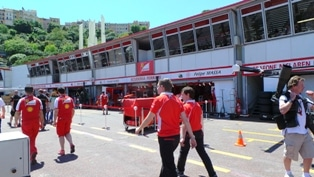 Sotto il sole monegasco sono in pista i bolidi di F1