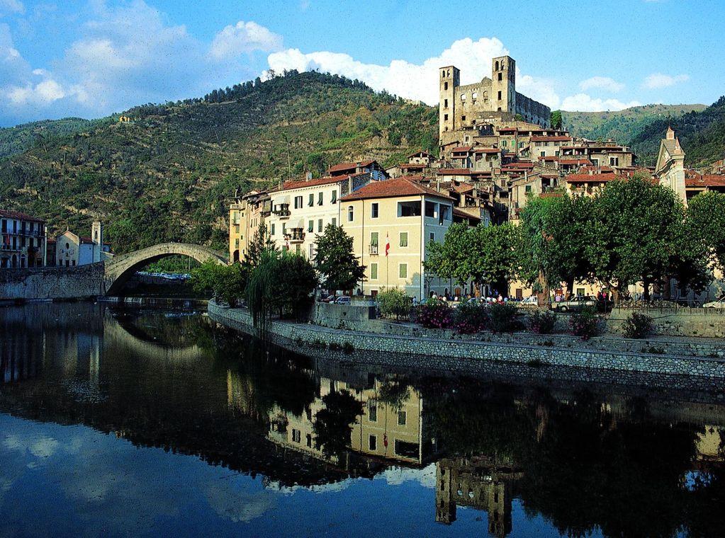 370 chilometri nella Liguria più autentica, seguendo l'Alta Via dei Monti Liguri
