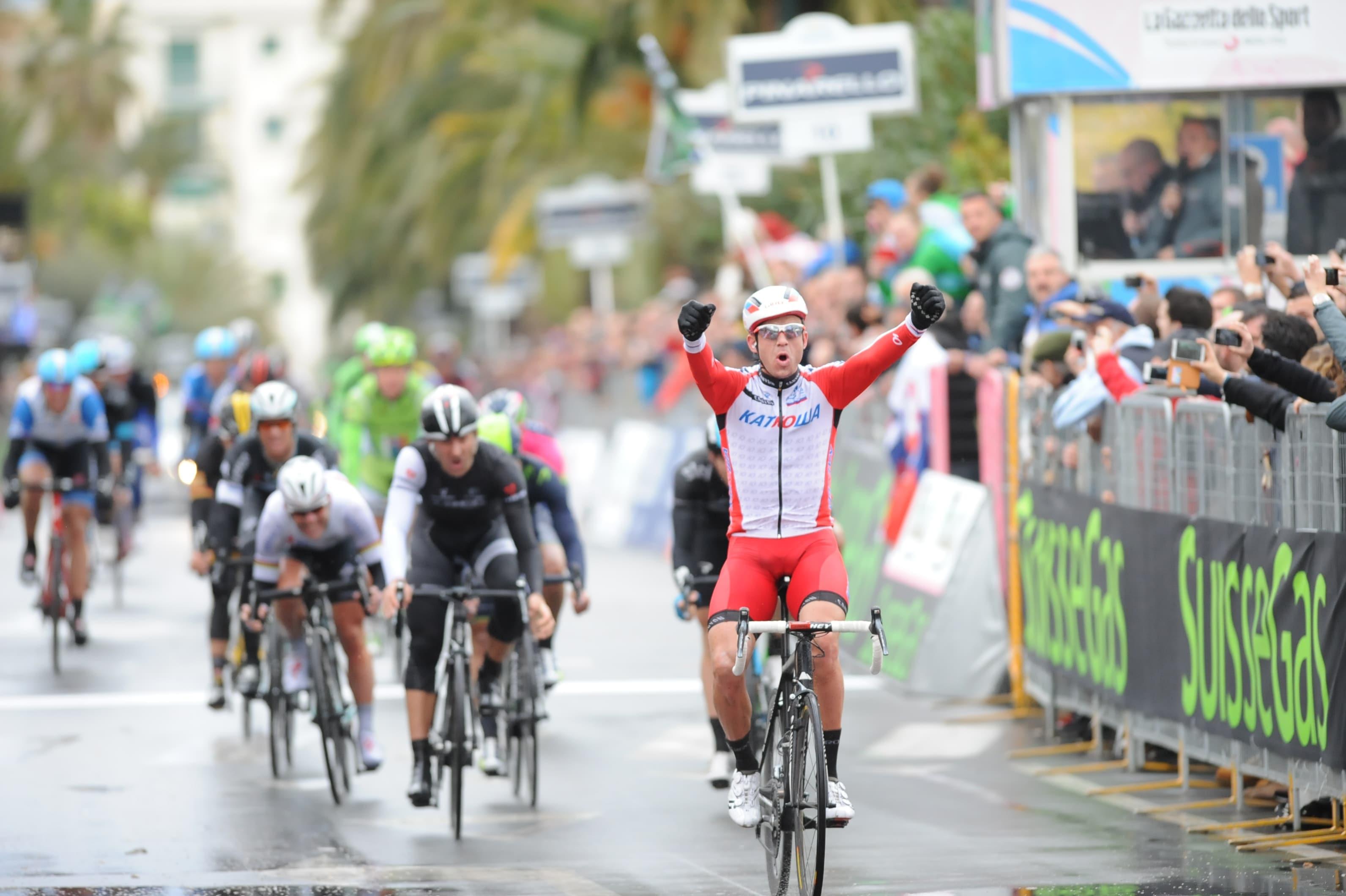 E' tutto pronto per la classicissima del ciclismo: laMilano-Sanremo 2015, che anche quest'anno si correrà didomenicae precisamente il22 marzo.Il percorso saràuguale a quello degli scorsi anni, se non per l'arrivo…