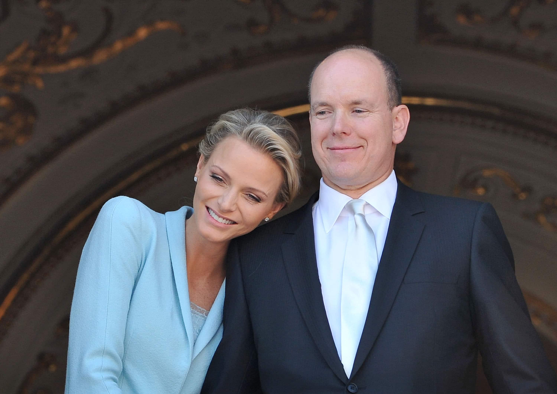 Il giorno tanto atteso dal principato di Monaco è arrivato:Charlene ha dato alla luce i due figli gemelli di Alberto di Monaco, un maschio e una femmina.I gemelli si chiamanoGabriella…
