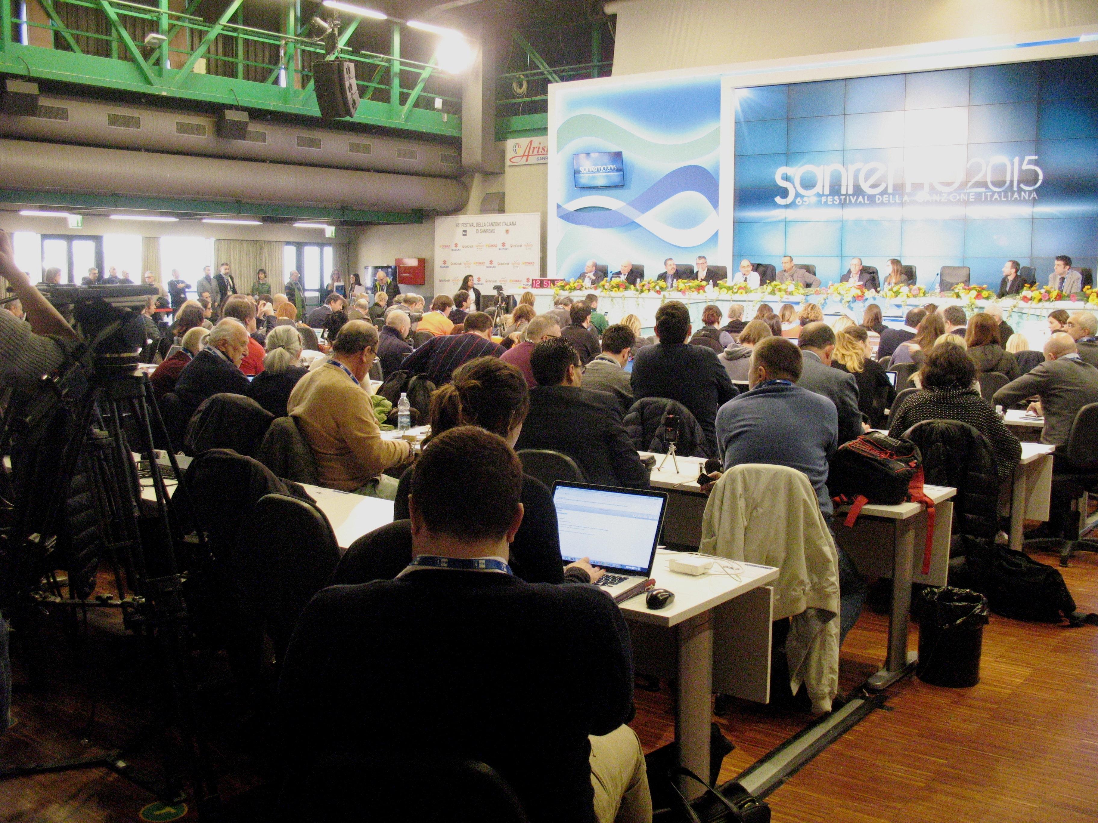 In un Sanremo dichiarato ieri dal direttore di Rai1 Giancarlo Leone, con un sospiro di sollievo, senza polemiche, qualche chiacchiera d'obbligo è però scattata oggi in merito alla giuria demoscopica.…