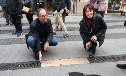 """Targa di Arisa sulla """"Walk of Fame"""" sanremese"""
