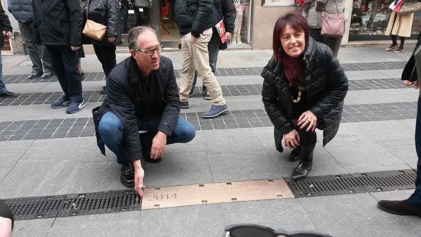 """E' stata aggiunta, questa mattina, la targa di Arisa sulla """"Walk of Fame"""" di via Matteotti, per la sua vittoria alla scorsa edizione del Festival con """"Controvento"""". La cantante non…"""
