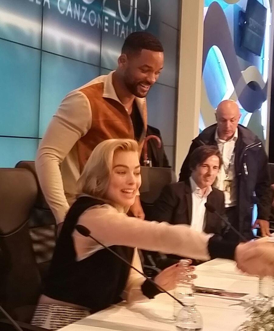 """Sala stampa impazzita per l'arrivo questo pomeriggio di Will Smith, ospite questa sera al Festival di Sanremo, in Italia insieme a Margot Robbie per la promozione del film """"Focus, niente…"""