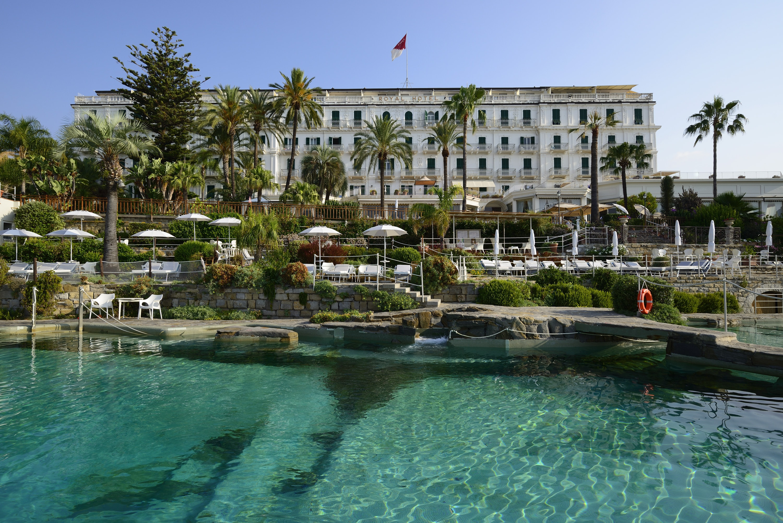Il programma e gli appuntamenti a bordo piscina dell'albergo più lussuoso di Sanremo