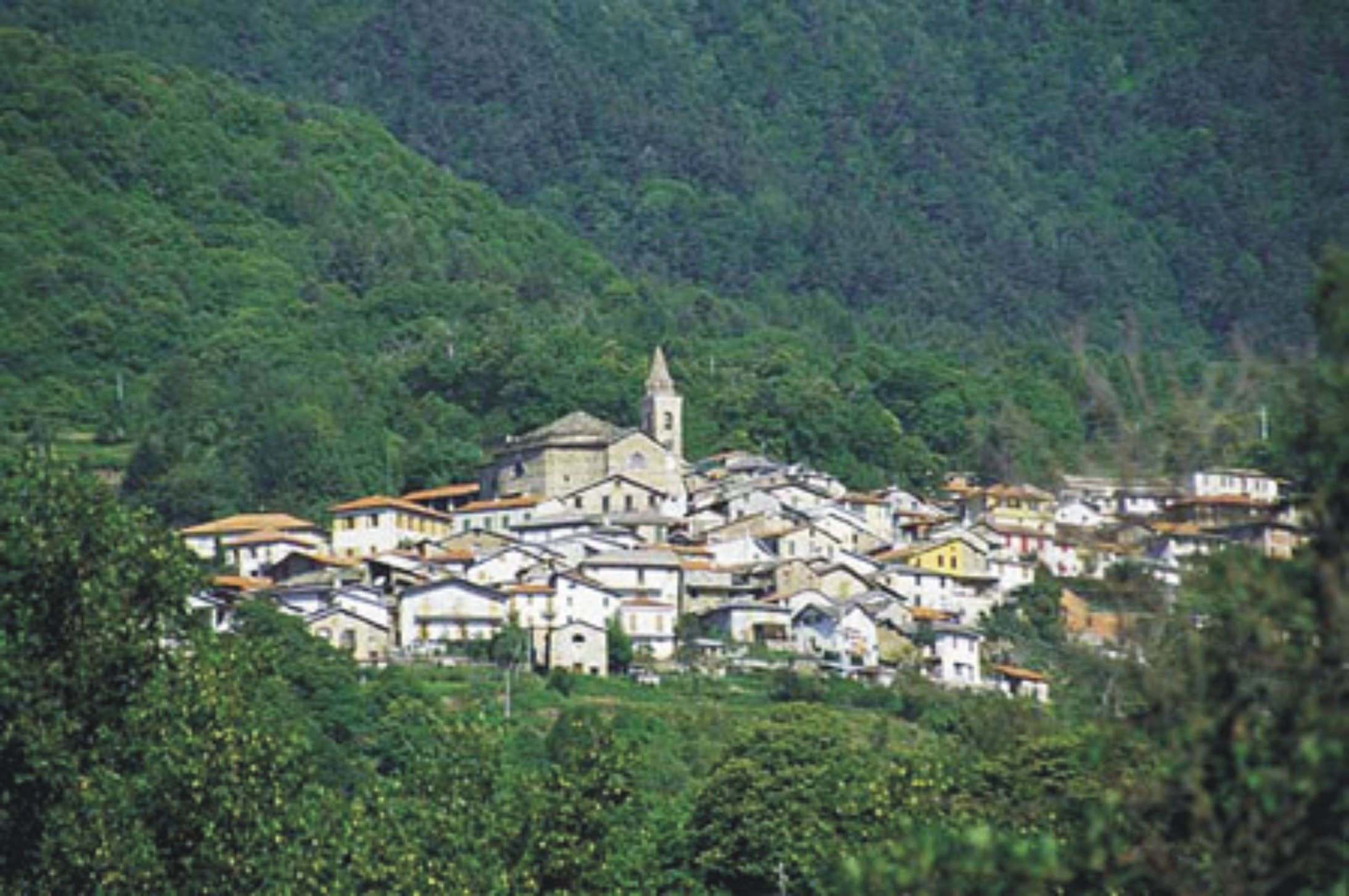 Da Mendatica al monte Saccarello, ammirando le cascate dell'Arroscia