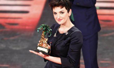 """Festival quinta serata: Arisa trionfa con """"Controvento"""". Sul podio Rubino e Gualazzi"""