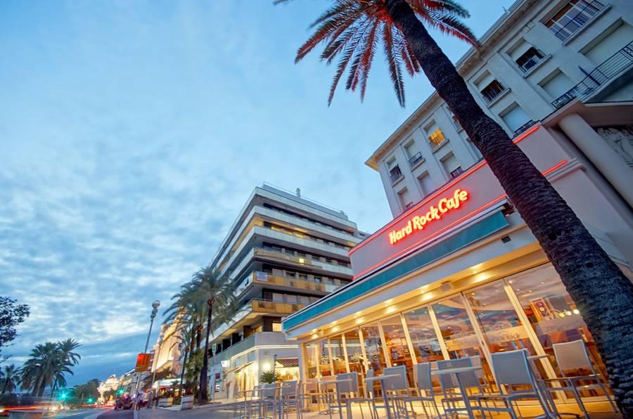 Le député-maire Christian Estrosi était hier à l'office du tourisme de Nice pour rencontrer les employés de l'établissement, le Hard Rock Café, qui va bientôt ouvrir ses portes. Le numéro…