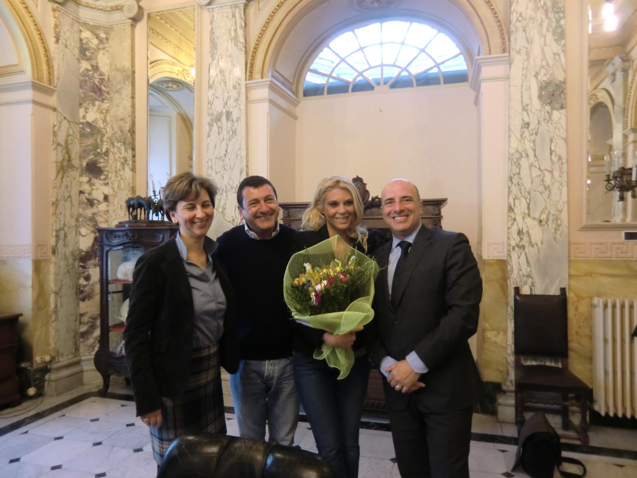 Domani Rai1 ritornerà a Sanremo, e lo farà con Linea Verde che trasmetterà – in diretta a partire dalle 12,20 – il tradizionale 'Corso Fiorito. Eleonora Daniele e Fabrizio Gatta,…
