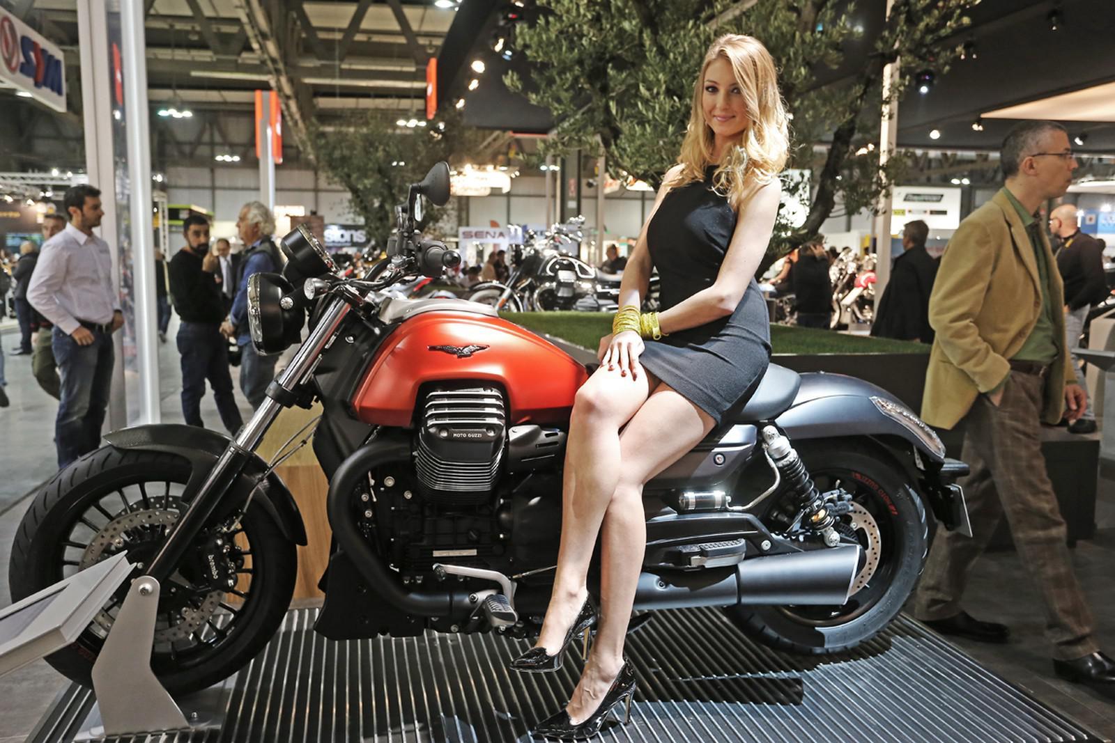 """Terzo salone dell'auto, moto, sport e veicoli da collezione il 24 e 25 settembre a Nizza per un'esposizione dal tema """"La Dolce Vita"""". Con il patrocinio di Jean-Claude Andruet, leggendario…"""