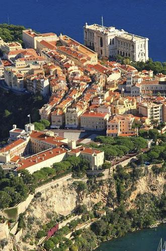 REIS & MAAS, Galerie d'art à Monaco, présent l'exposition « La Belle & la Bête ». À partir du 16 octobre à 15 Novembre 2012. Voici le communiqué La photographe…