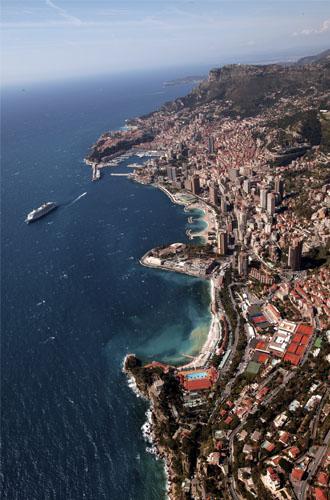 Dopo Parigi, Tokyo, Milano, Stoccolma e Londra, dopo l'inaugurazione avvenuta lo scorso 13 dicembre, anche Monaco ha il suo Ice Bar! All'interno, a – 10° C, un'opera firmata dal due…