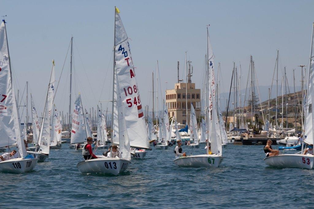 Dal 22 al 25 febbraio a Marina degli Aregai la quarta edizione della regata internazionale Carnival race per le classi 420 e 470