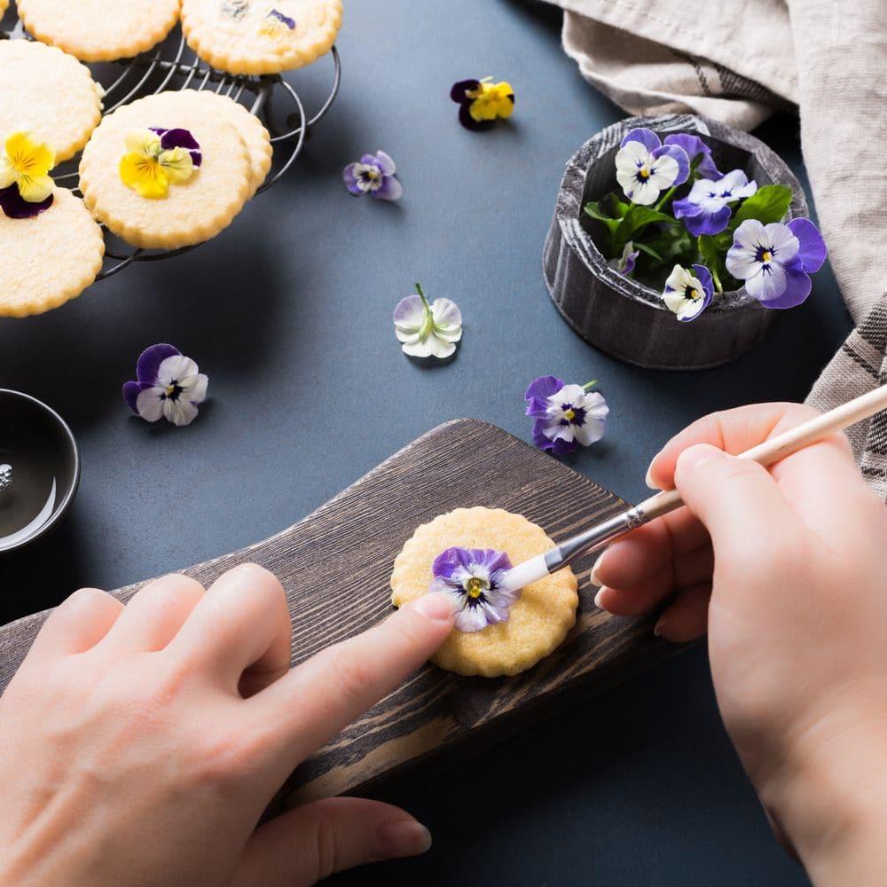 Fiori non solo per decorare le nostre tavole, ma anche per arricchire i nostri piatti. Il loro uso in cucina risale a migliaia di anni fa, in quelle civiltà che…