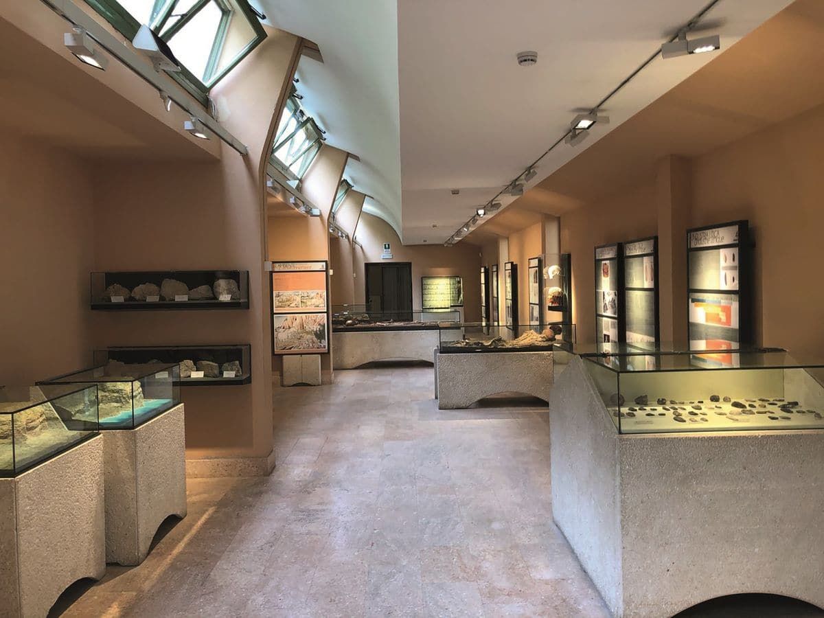 È uno dei siti preistorici più rilevanti d'Europa e dallo scorso marzo è stato riaperto al pubblico rivisitato, per raccontare più efficacemente la sua storia antica. È il museo ventimigliese…