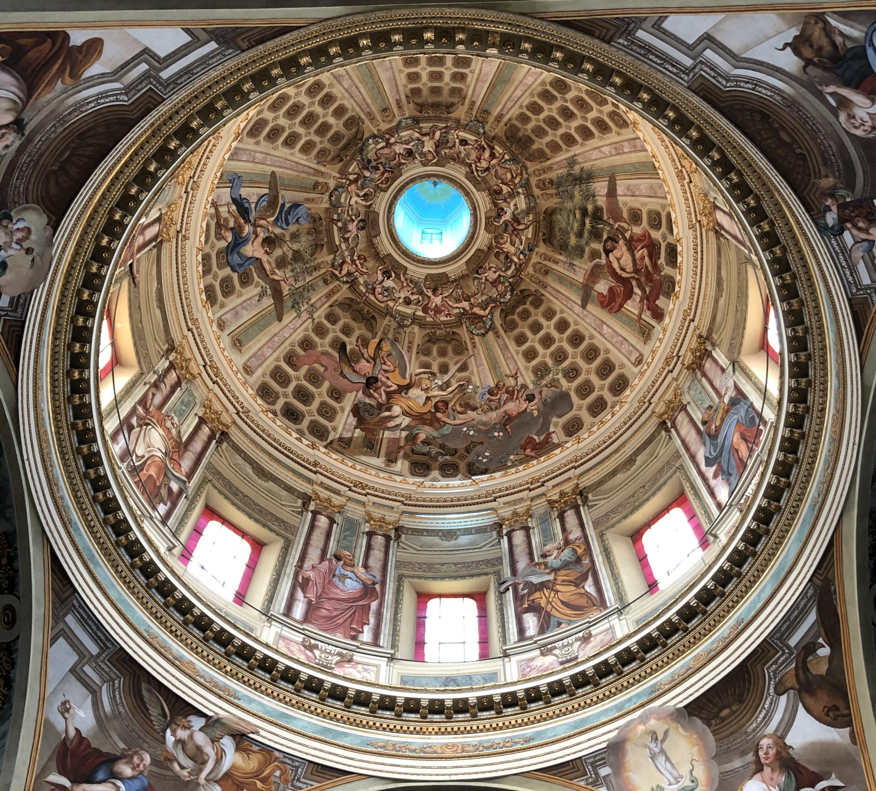Tra i luoghi più amati dai sanremesi, un posto speciale lo occupa il Santuario di Nostra Signora della Costa, da tutti conosciuto più semplicemente come Madonna della Costa. Abbarbicato sulla…