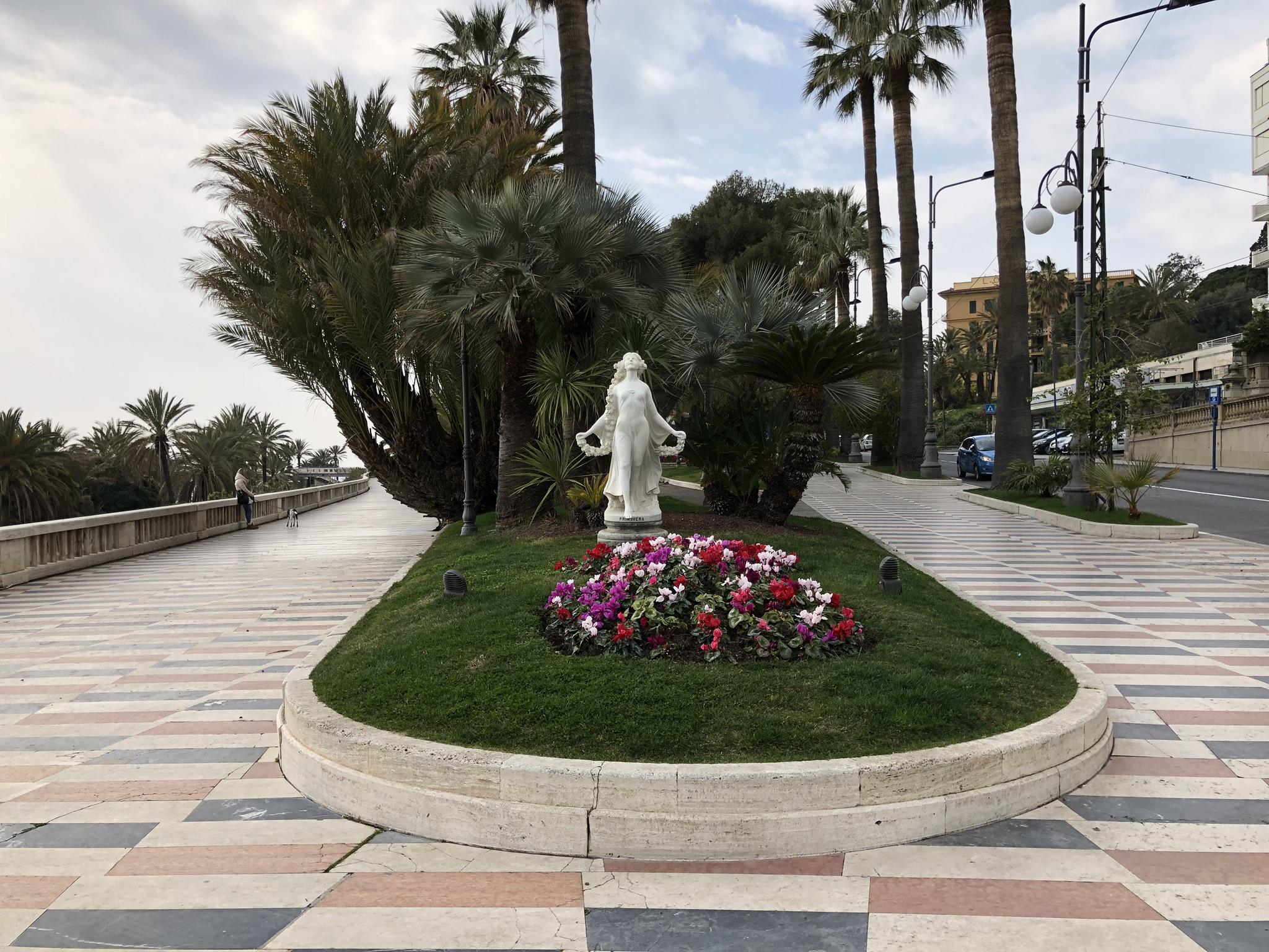 La passeggiata dell'Imperatrice è ancora oggi uno dei luoghi di incontro e di rapporto sociale più caro ai Sanremesi ed anche ai tanti turisti cittadini. Con aperta vista sul mare,…